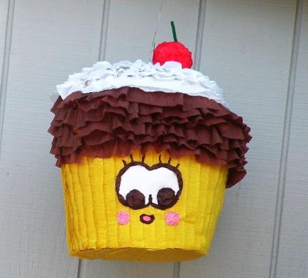 Source: http://thecupcakeblog.com/cherry-topped-cupcake-pinata/